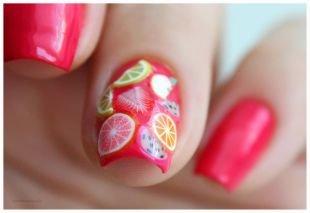 Маникюр шеллак, ярко-розовый маникюр с фруктами