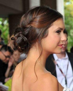 Греческие прически на выпускной, романтическая прическа на средние волосы