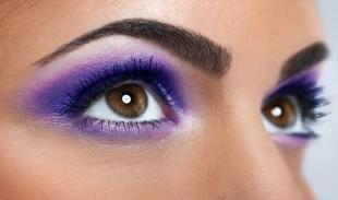 Летний макияж для карих глаз, насыщенный фиолетовый смоки айс для карих глаз