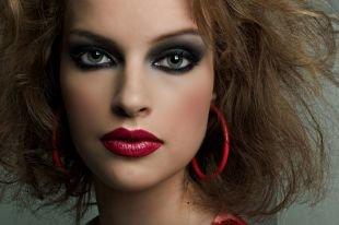 Макияж с красной помадой, изумительный вечерний дымчатый макияж