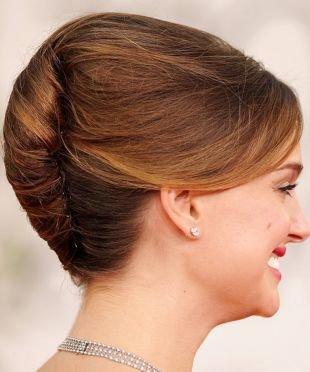 Прически с челкой на средние волосы, прическа французская ракушка