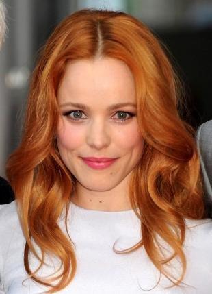 Светло рыжий цвет волос на длинные волосы, быстрая прическа с локонами